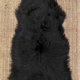 Musta-ruskea lampaantalja pitkäkarvainen